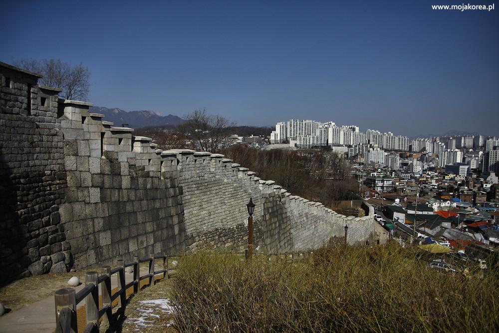 Mury miejskie w Seulu, Viator Polonicus